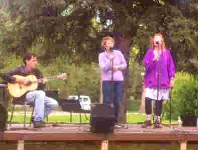 Wilma (center) at '02 festival