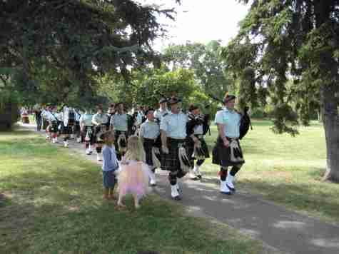 North Sk Reg Pipes parade1